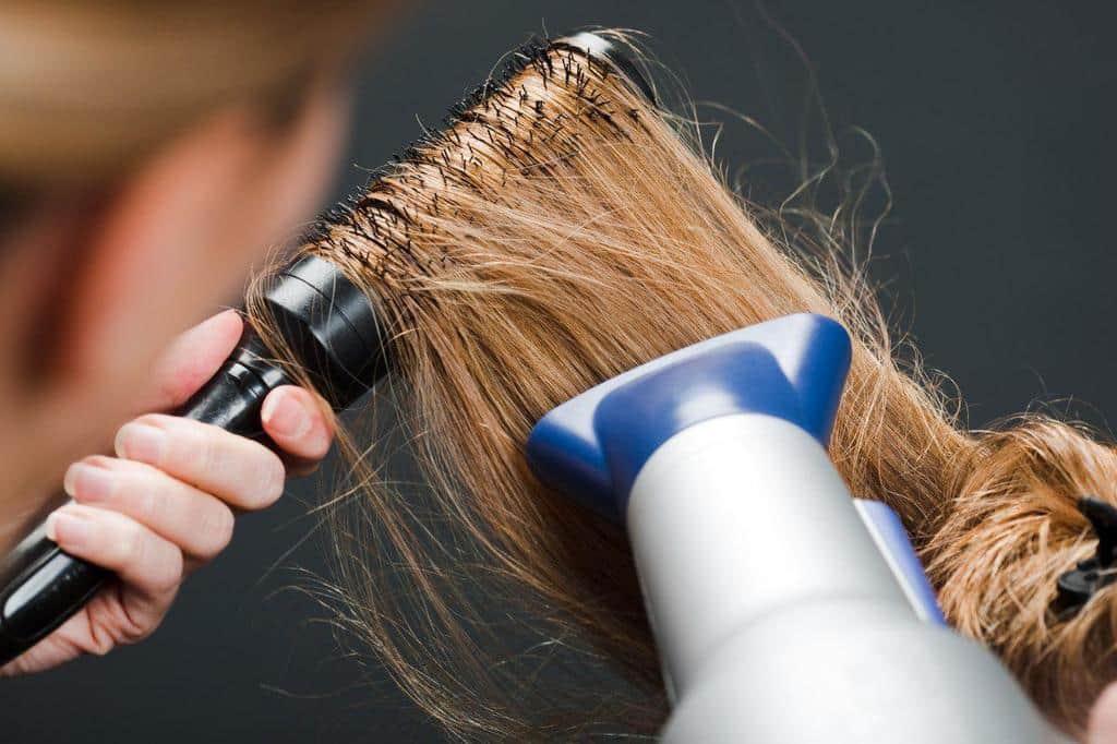 آموزش صحیح سشوار کشیدن مو